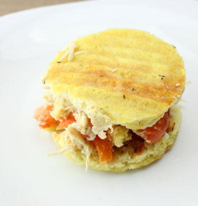Pãozinho Low Carb de Microondas com Frango